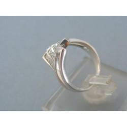 Dámsky zlatý prsteň biele zlato kamienky do kosoštvorca