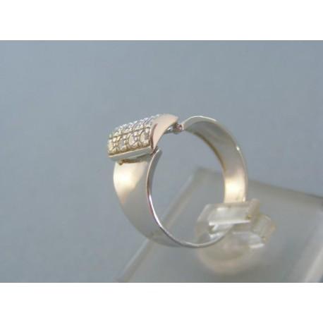 Mohutný dámsky prsteň s kamienkami v troch radoch
