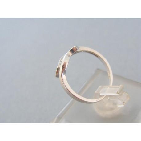 Dámsky prsteň dve vlny spojene kamienkami