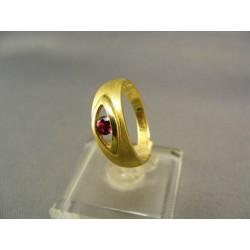 Zlatý prsteň so syntetickým rubínom žlté zlato VP54376Z
