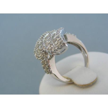 Zaujímavy strieborny prsteň Swarovskí krištáľ