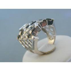 Strieborny prsteň mriežkovaný s čiernými kameňmi VPS541067