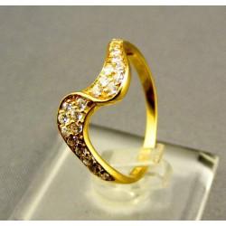 Zlatý dámsky prsteň s kamienkami žlté zlato VP56183Z