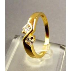 Zlatý dámsky prsteň žlté zlato trblietavé kamienky VP54258Z