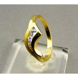 Zlatý dámsky prsteň žlté zlato zdobený kamienkami VP55272Z
