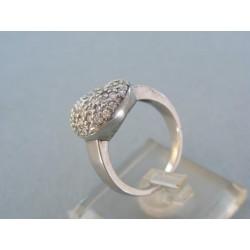 Strieborný prsteň posiaty kamienkami VPS58737
