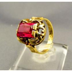 Zlatý dámsky prsteň s červeným kameňom žlté zlato VP53522Z