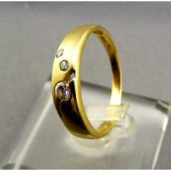 Zlatý dámsky prsteň jemný žlté zlato kamienky VP55225Z