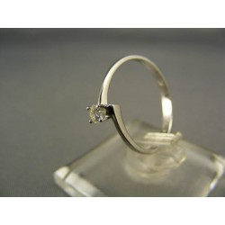 Diamantový prsteň v bielom zlate