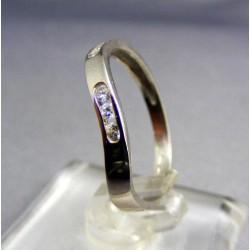 Zlatý dámsky prsteň biele zlato kamienky v pravidelných intervaloch VP54151B