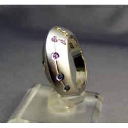 Zlatý dámsky prsteň moderný s farebnými kamienkami biele zlato VP54500B