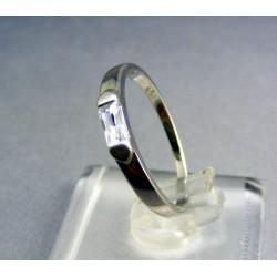 Zlatý prsteň biele zlato s dvoma protiľahlími trojuholníkmi VP56175B