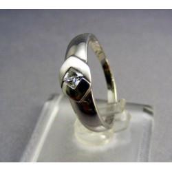 Zlatý prsteň biele zlato zirkón v tvare kosoštvorca VP56260B