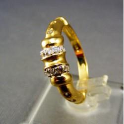 Zlatý dámsky prsteň ozdobený zirkónom žlté zlato VP56395Z