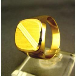Zlatý pánsky prsteň s jemným zárezom DP63595Z