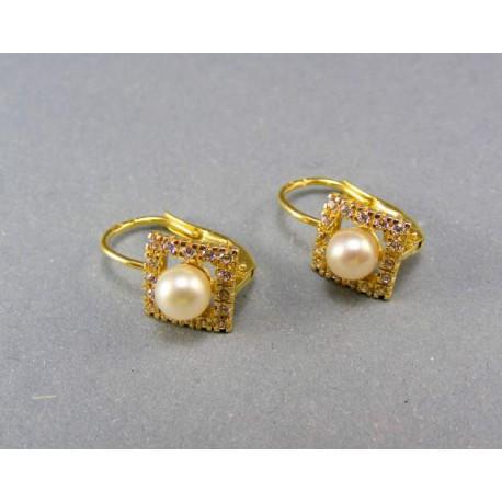 Zlaté náušnice s bielimi perličkami