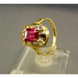 Zlatý prsteň so syntetickým rubínom VP59344