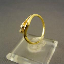 Zlatý prsteň s dvoma zirkónikmi VP53171
