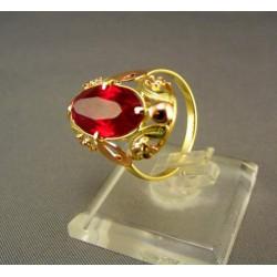 Zlatý prsteň so syntetickým rubínom VP56443  velkost  63