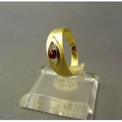 Zlatý dámsky prsteň s malým syntetickým rubínom VP55375