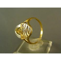 Zlatý dámsky prsteň elegantný tvar viacfarebné zlato VP62304V