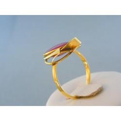 Zlatý dámsky prsteň z farebným zirkónom