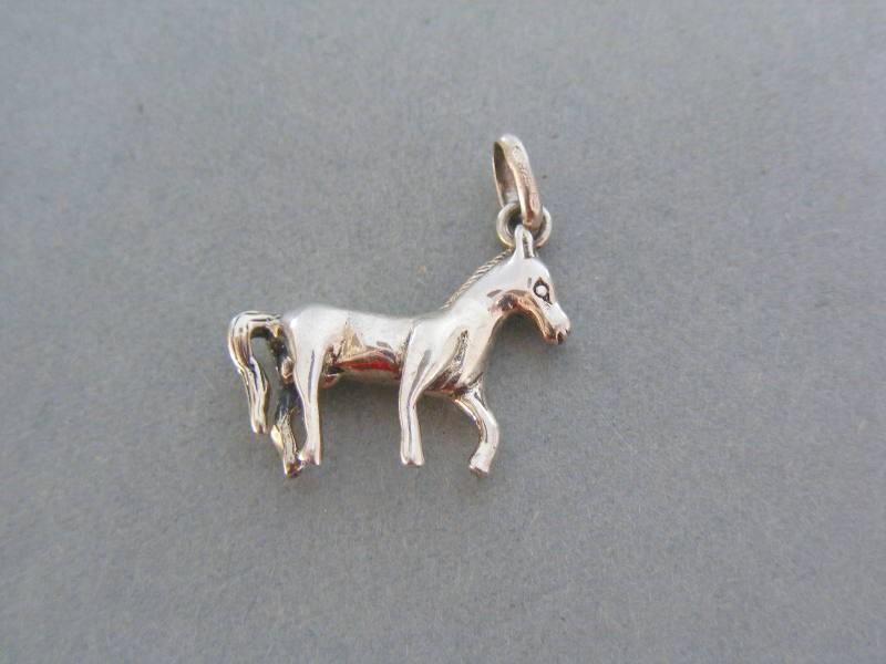 44b18e2c9 Strieborný prívesok kôň VIS466. Loading zoom
