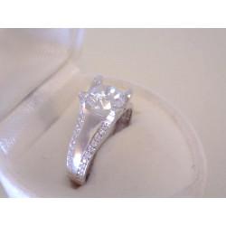 Výrazný ródiovaný strieborný dámsky prsteň číre zirkóny VPS55252 925/1000 2.52 g