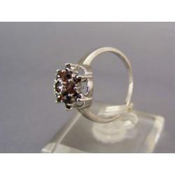 Strieborný  prsteň s kamienkami českého granátu