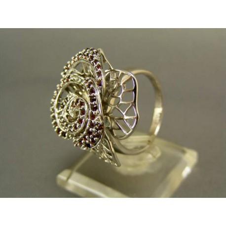 Strieborný  prsteň elegantný s kamienkami českého granátu