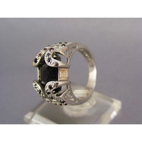 Strieborný prsteň mohutný český granát
