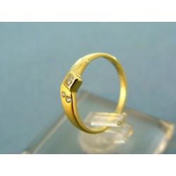 Zlatý prsteň jemný žlté zlato s kamienkami VP48139Z