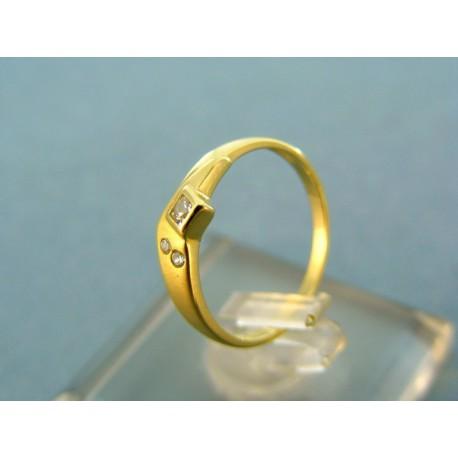 Jemný dámsky prsteň žlté zlato s kamienkami
