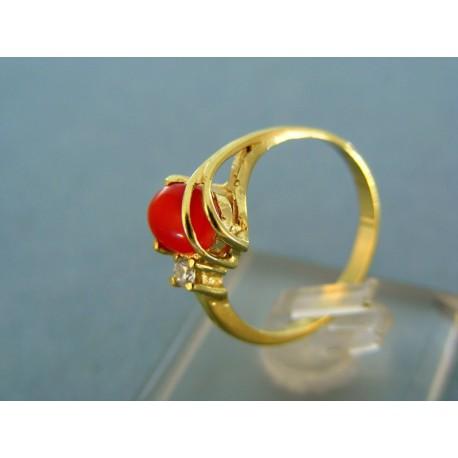 Elegantný prsteň žlté zlato s červeným kamienkom