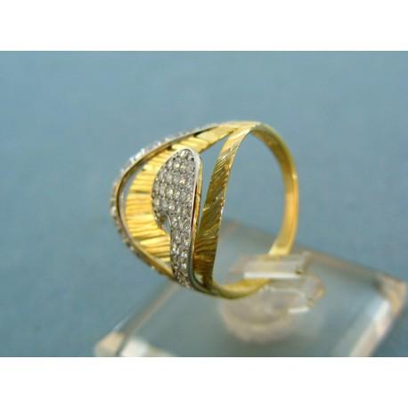 Zaujimavý dámsky prsteň kombinácia žlté, biele zlato a kamienky