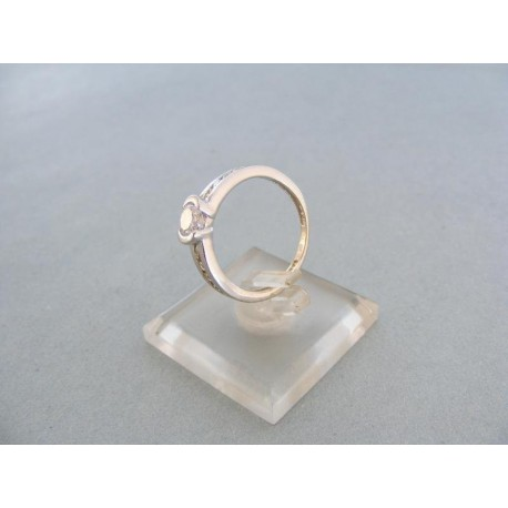 Jemný dámsky prsteň biele zlato kamienky zirkónu