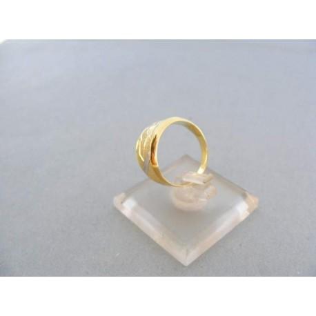 Dámsky prsteň žlté biele zlato s jemnými zárezmi