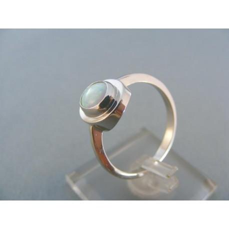 Dámsky prsteň biele zlato ozdobený opálom