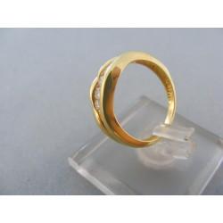 Zlatý dámsky prsteň žlté zlato kamienky zirkónu zaoblený DP50235Z