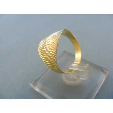 Moderný dámsky prsteň žlté zlato vzorovaný