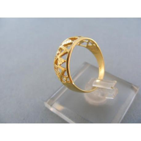 Prsteň dámsky vyrezávane vzory žlté zlato