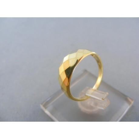 Moderný dámsky prsteň žlté zlato jemné výčnelky