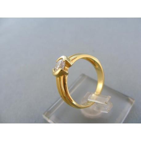 Vyrezávany dámsky prsteň žlté zlato zirkón