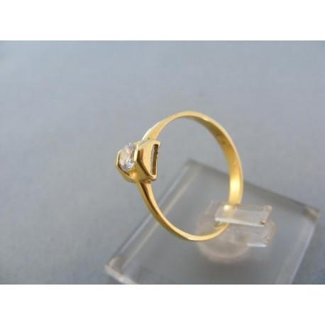 Jednoduchý dámsky prsteň zirkón žlté zlato