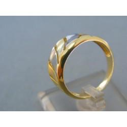 Zlatý dámsky prsteň moderný tvar žlté biele zlato DP57443V