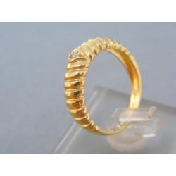 Zlatý dámsky prsteň vzorovaný žlté zlato malý zirkón DP56301Z