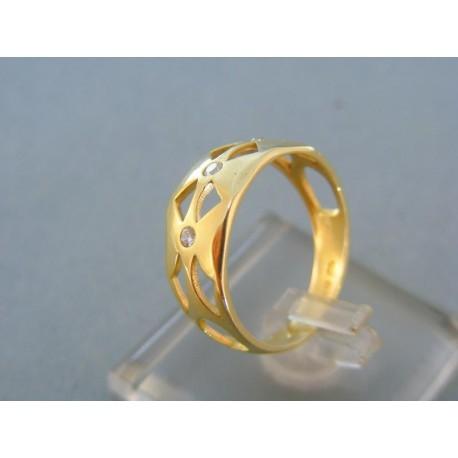 Vyrezávany dámsky prsteň žlté zlato kamienky