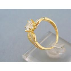 Zlatý prsteň žlté zlato väčší zirkón plus malé DP56301Z