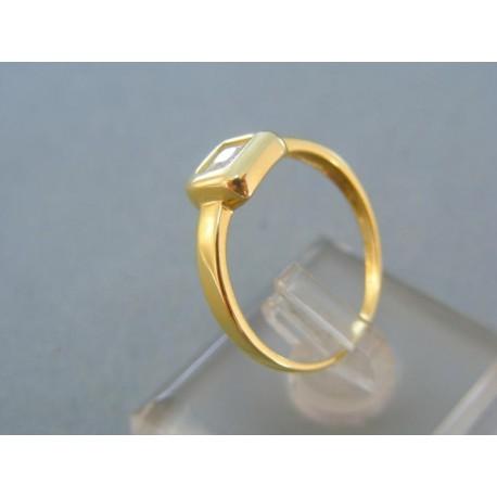 Jednoduchý dámsky prsteň žlté zlato štvorcový kamienok
