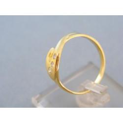 Zlatý prsteň zatočený malé zirkóniky žlté zlato DP57261Z